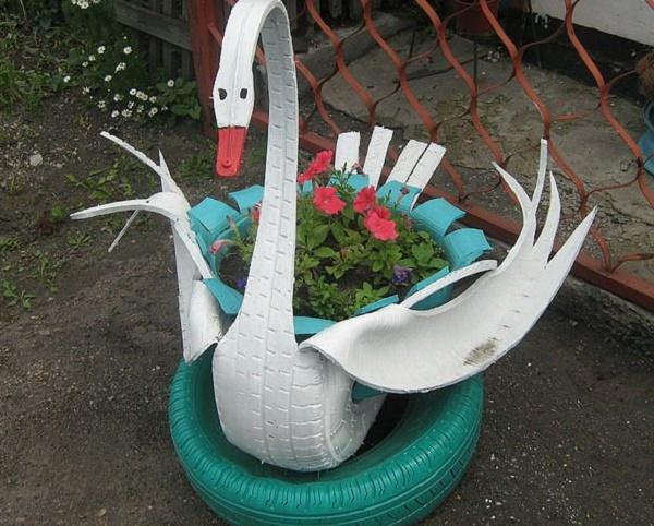 Фото поделки лебедя из шины
