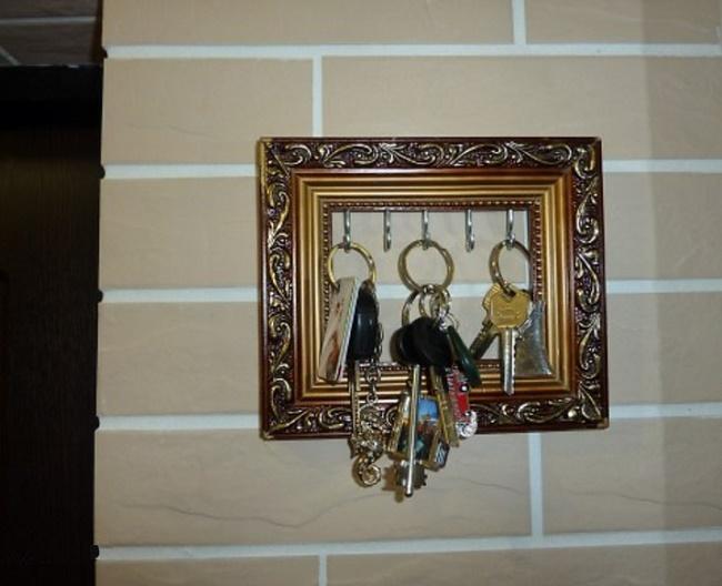 Ключница в раме от картины своими руками