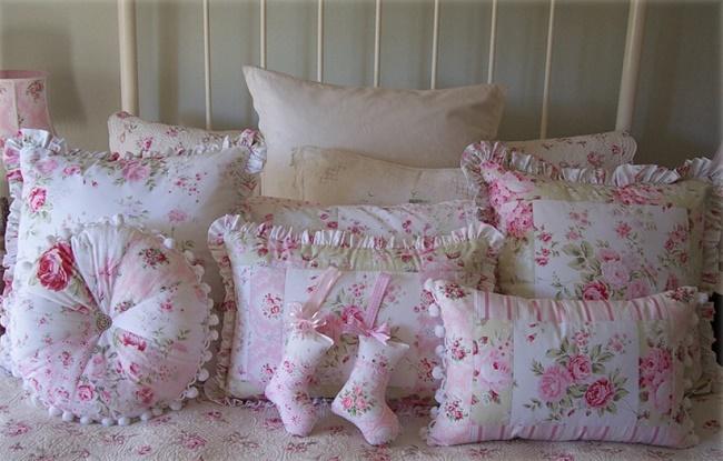 Оригинальные подушки в стиле шебби-шик