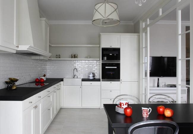 Как обустроить угловую кухню