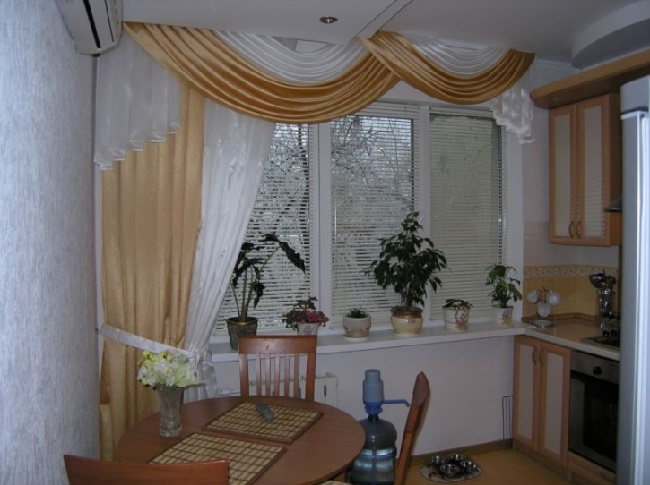 Выбор штор для кухни