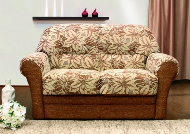 Удобный раскладной мини-диван