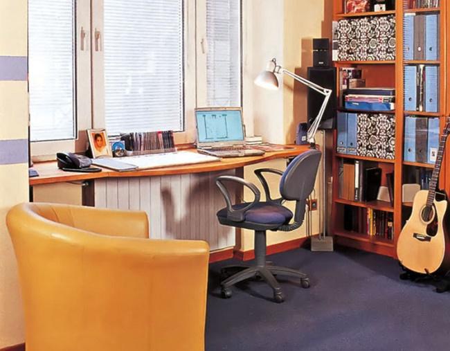 Подоконник-стол фото