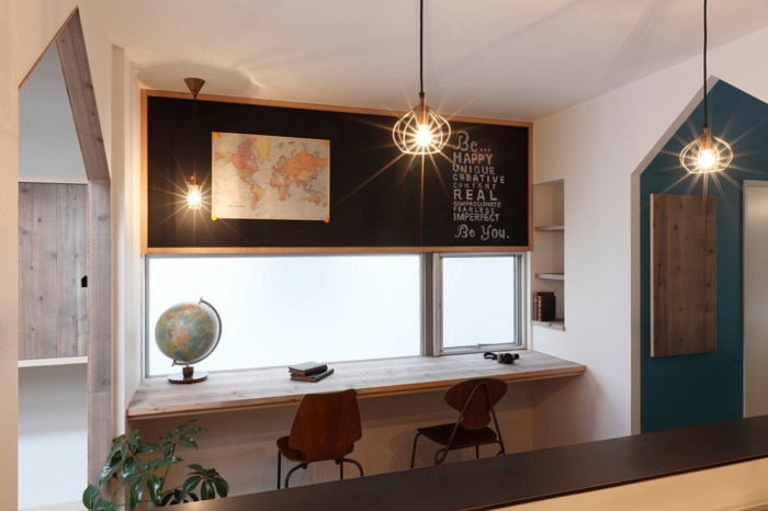 Подоконник-письменный стол фото