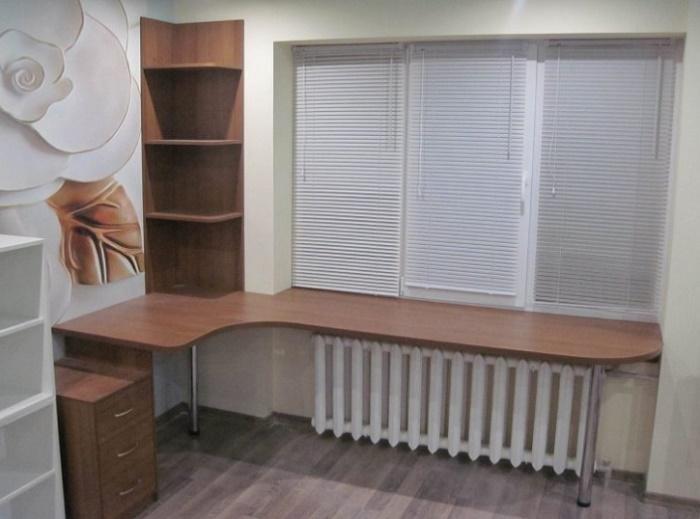 Стол, совмещенный с подоконником фото