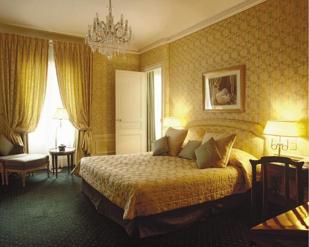 Текстильные (тканевые) обои в спальне