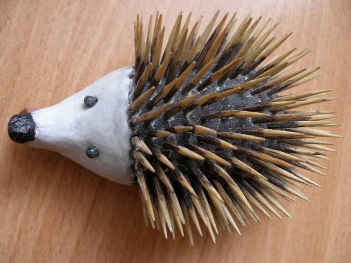 Ежик из зубочисток