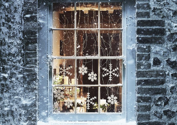 Как украсить окно на Новый год