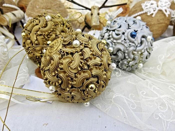 Елочные украшения из макарон