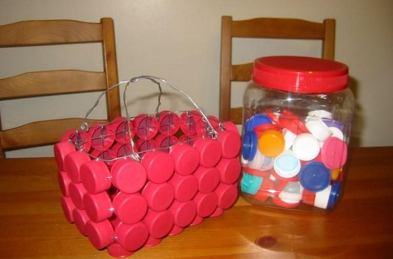 Поделки из пластиковых крышечек от бутылок