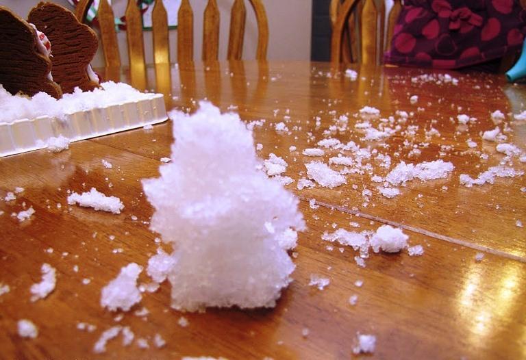 Искусственный снег из памперса