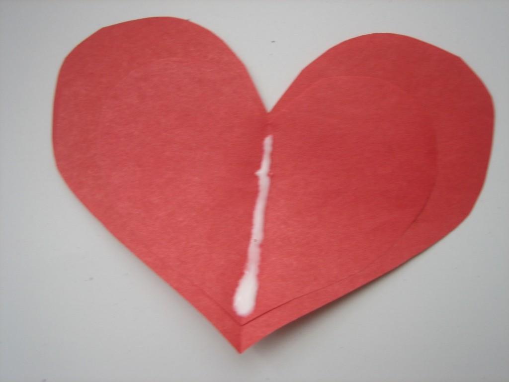 поделка сердце на ладонях на 14 февраля