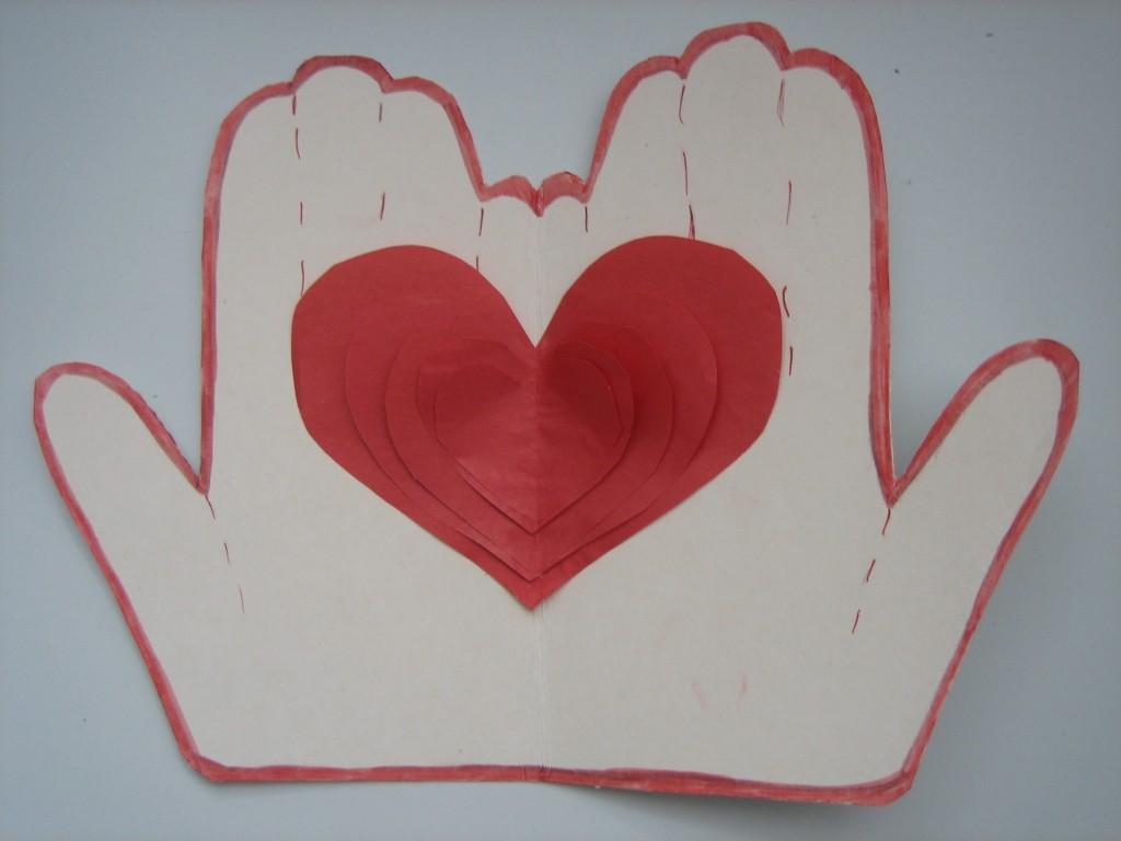сердце и ладони поделка на день влюбленных
