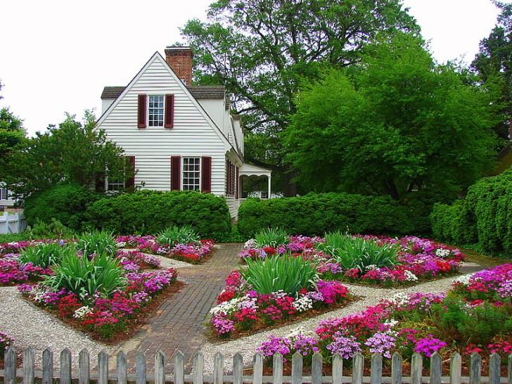 Как обустроить цветник на даче