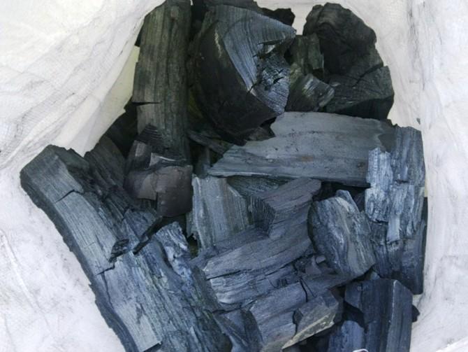 Дополнительные компоненты грунта, древесный уголь