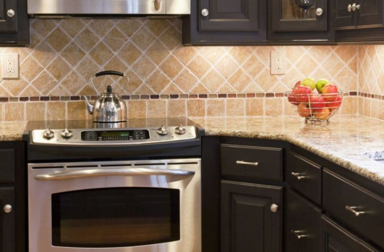 Фартук на кухню, отделанный плиткой фото