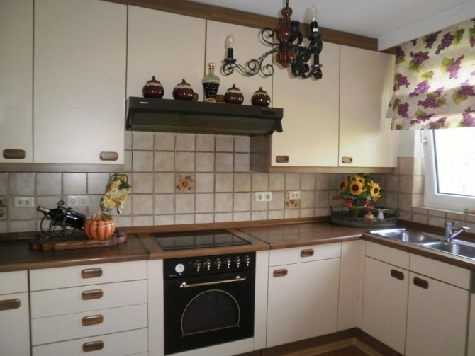 Фартук на кухню из квадратной плитки