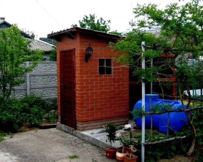 Как построить туалет на даче