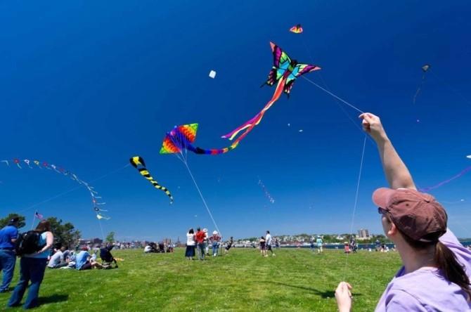 Запуск воздушных змеев как спорт и развлечение