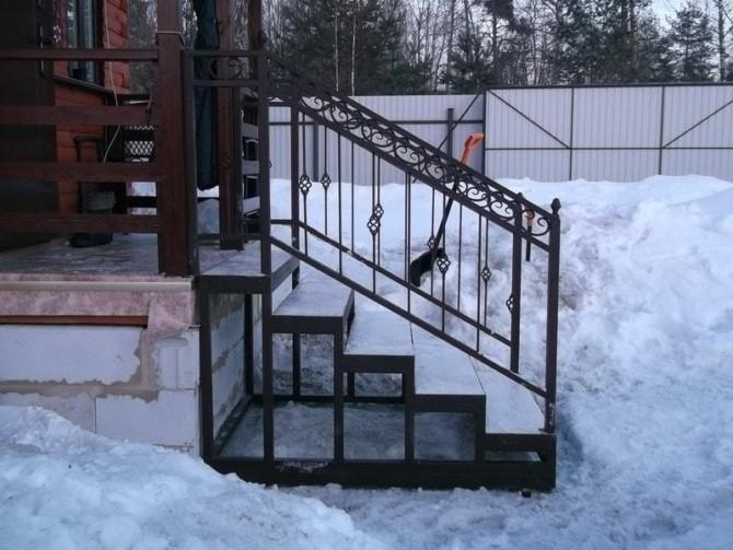 Крыльцо для частного дома из металла фото