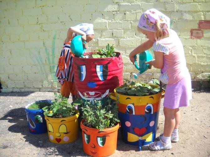 Уличные вазоны из подручных предметов