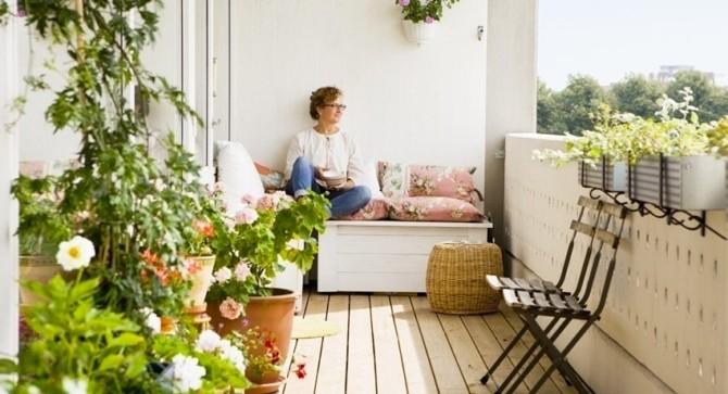 Зона отдыха на балконе и лоджии