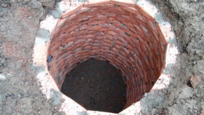Выгребная яма из кирпича на даче