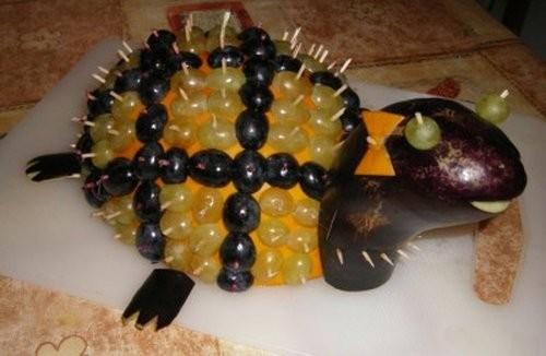 Черепаха из винограда